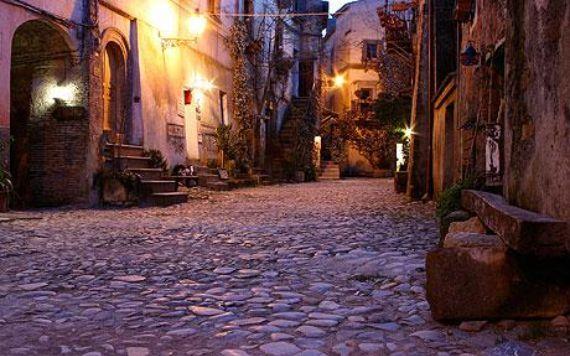 Calcata A Precarious Small Town In Italy (14)