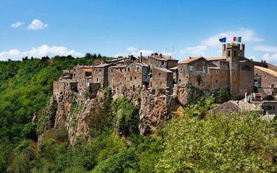 Calcata A Precarious Small Town In Italy (15)