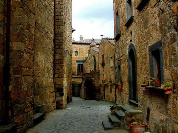 italys-civita-di-bagnoregio-jewel-on-the-hill-10