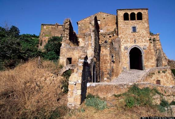italys-civita-di-bagnoregio-jewel-on-the-hill-11-4