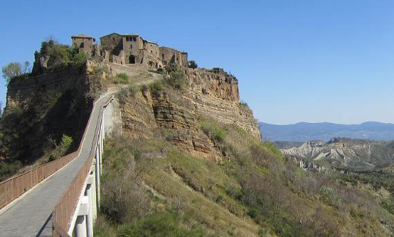 italys-civita-di-bagnoregio-jewel-on-the-hill-8