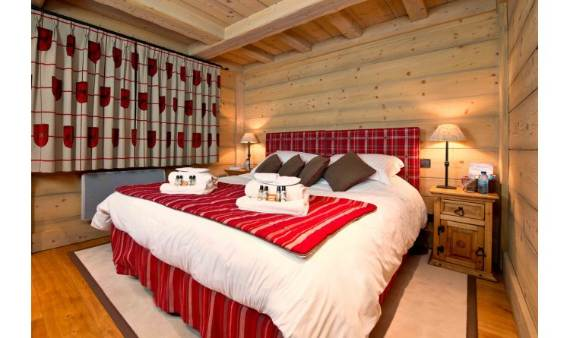 luxurious-chalet-du-vallon-offering-extended-views-of-the-alps-in-meribel-france-9