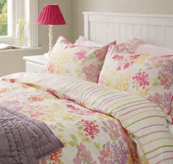 romantic-symphony-of-silence-in-the-new-interior-painterly-floral-from-laura-ashley-5