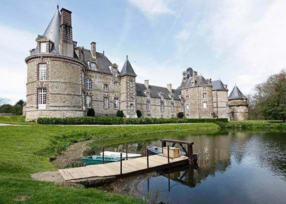 dreamy-chateau-de-normandy-surrounded-by-a-moat-cherbourg-france