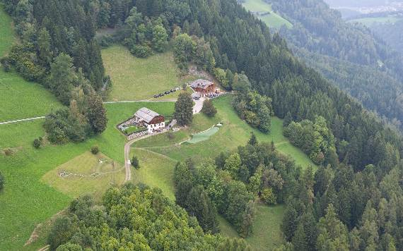 italys-best-ski-chalet-san-lorenzo-in-touch-with-the-charming-italian-landscape-17