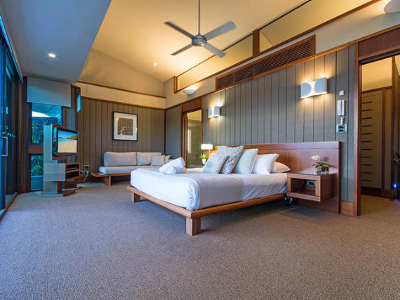Luxury Yacht Club Villa 6 Blending in With Sea Waters Hamilton Island, Queensland, Australia (14)