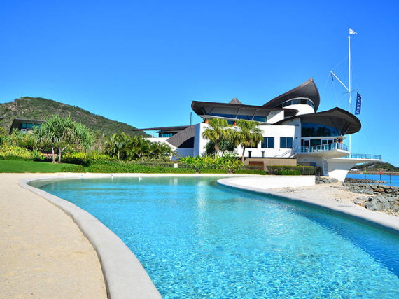 Luxury Yacht Club Villa 6 Blending in With Sea Waters Hamilton Island, Queensland, Australia (22)