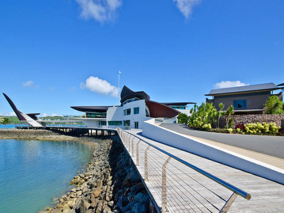 Luxury Yacht Club Villa 6 Blending in With Sea Waters Hamilton Island, Queensland, Australia (26)