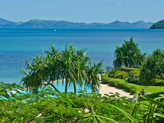 Luxury Yacht Club Villa 6 Blending in With Sea Waters Hamilton Island, Queensland, Australia (28)