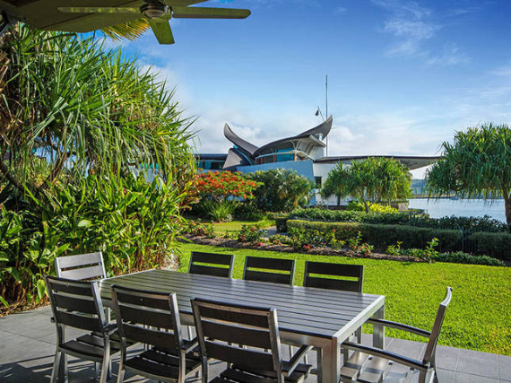 Luxury Yacht Club Villa 6 Blending in With Sea Waters Hamilton Island, Queensland, Australia (31)