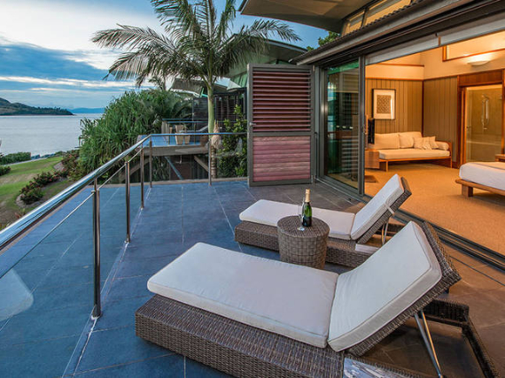 Luxury Yacht Club Villa 6 Blending in With Sea Waters Hamilton Island, Queensland, Australia (9)