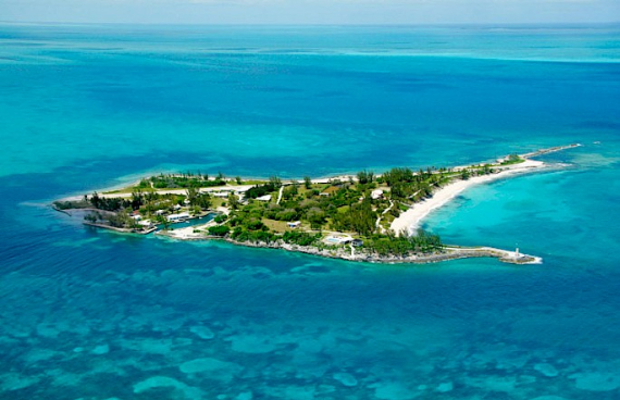 Living Large Within a Natural Paradise The Little Whale Cay in Bahamas (1)