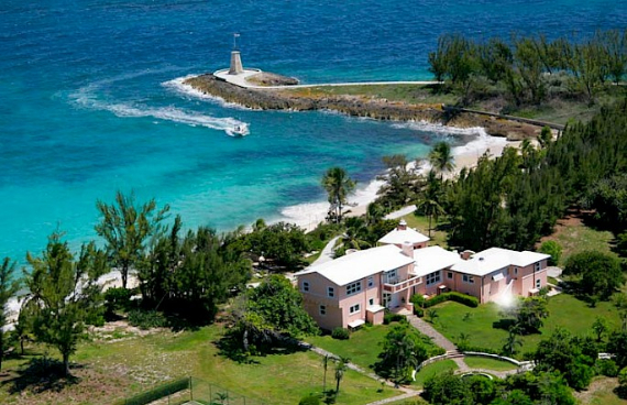 Living Large Within a Natural Paradise The Little Whale Cay in Bahamas (2)