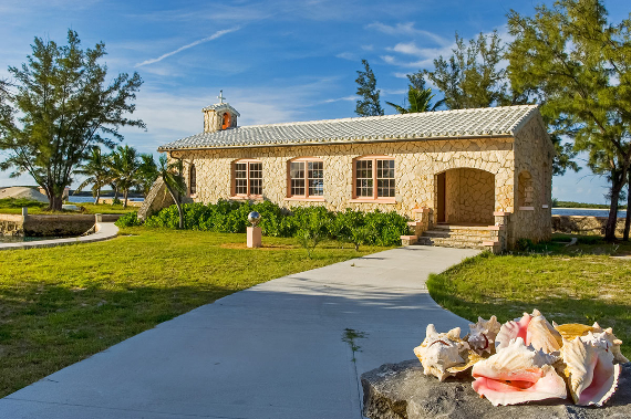 Living Large Within a Natural Paradise The Little Whale Cay in Bahamas (25)
