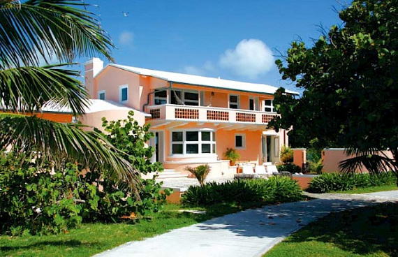 Living Large Within a Natural Paradise The Little Whale Cay in Bahamas (28)