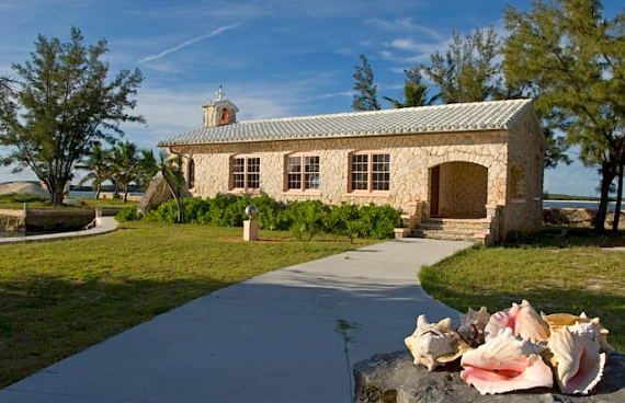 Living Large Within a Natural Paradise The Little Whale Cay in Bahamas (30)
