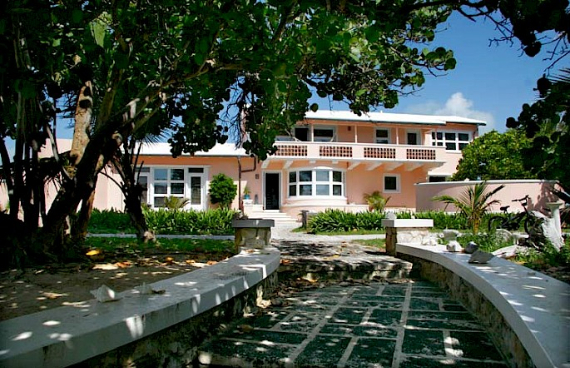 Living Large Within a Natural Paradise The Little Whale Cay in Bahamas (5)