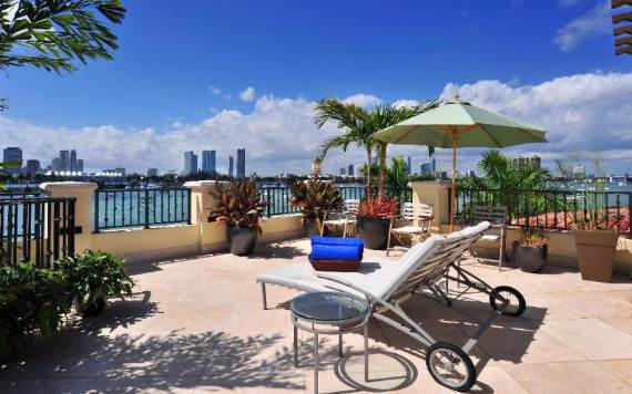 luxurious-two-level-villahotel-stella-in-miami-beach-22