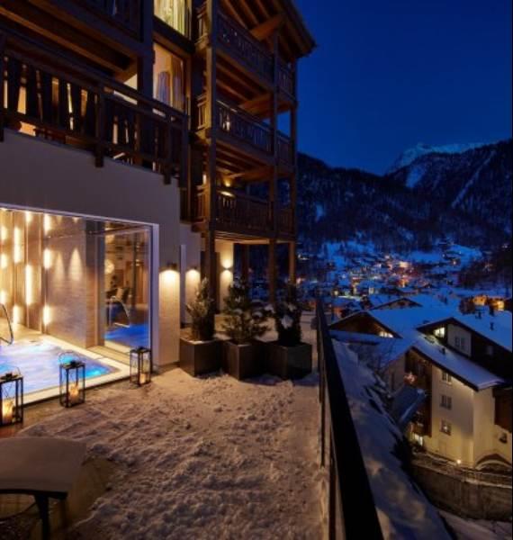 spectacular-chalet-in-switzerland-watching-over-the-iconic-zermatt-15