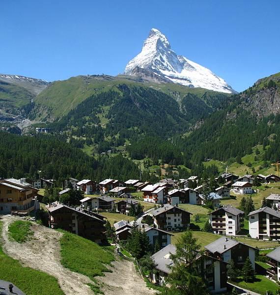 spectacular-chalet-in-switzerland-watching-over-the-iconic-zermatt-21