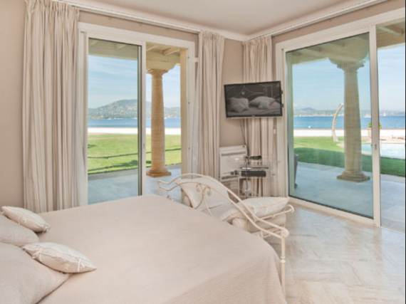 the-exclusive-cozy-breezy-villa-victoria-in-saint-tropez-12