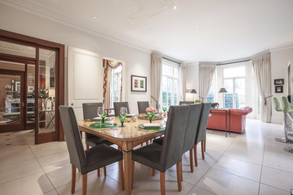 An Elegant and Spacious Apartment  in Chiswick London (26)