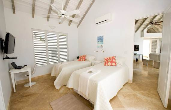 mothers-house-modern-holiday-ocean-villa-in-grand-turk-island-overlooking-the-caribbean-31