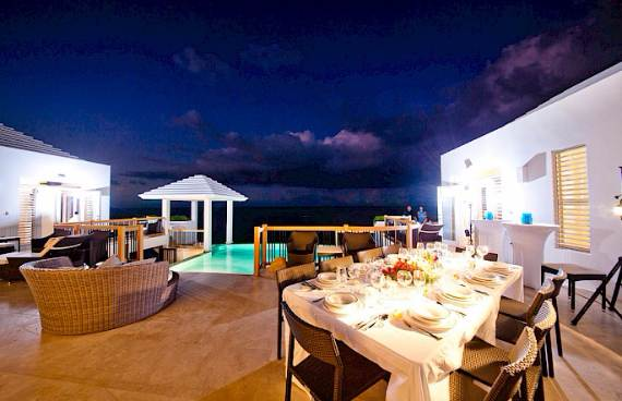 mothers-house-modern-holiday-ocean-villa-in-grand-turk-island-overlooking-the-caribbean-9