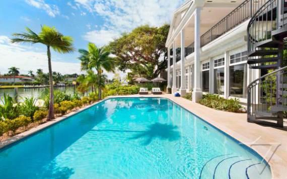 villa-denise-a-summer-waterfront-relaxing-villa-miami-32