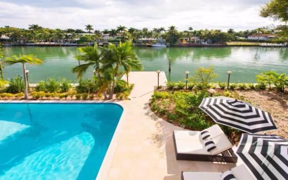 villa-denise-a-summer-waterfront-relaxing-villa-miami-33