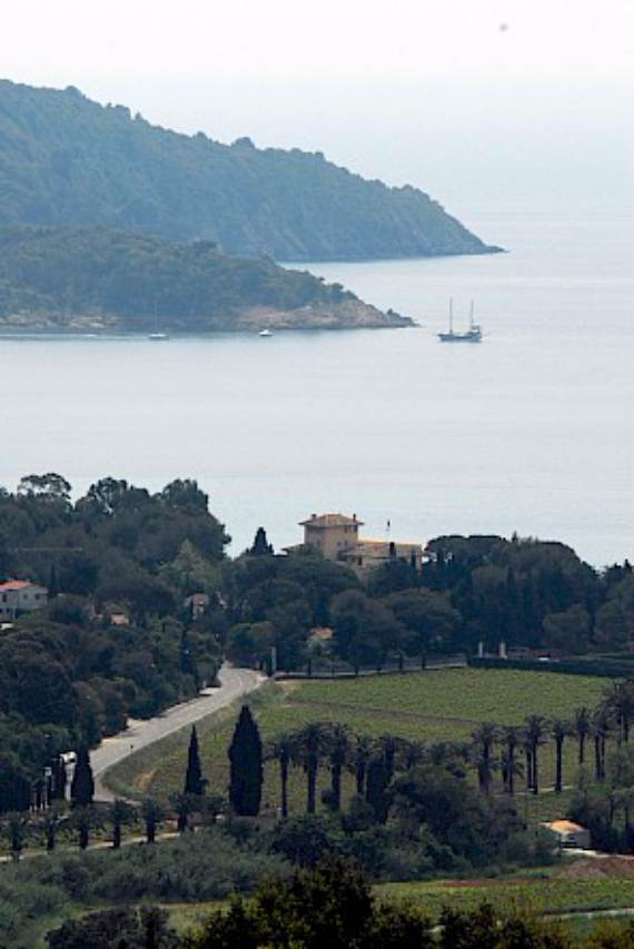 holiday-teasing-impressive-villa-valmer-on-the-french-riviera-26