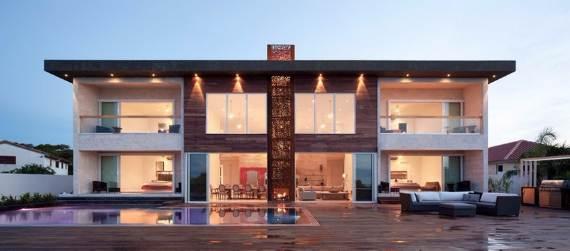 oceanfront-residence-evoking-fortress-like-grandeur-bella-vita-villa-1