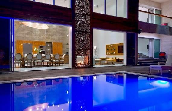 oceanfront-residence-evoking-fortress-like-grandeur-bella-vita-villa-19