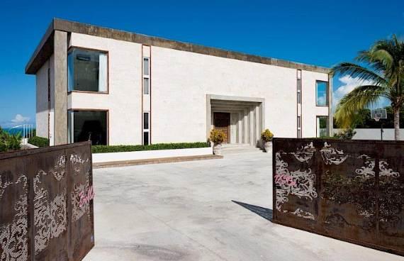 oceanfront-residence-evoking-fortress-like-grandeur-bella-vita-villa-3