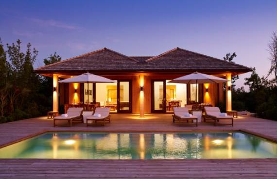 oceanfront-residence-evoking-fortress-like-grandeur-como-villa-parrot-cay-13