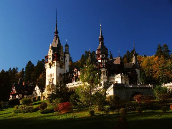 spectacular-peles-castle-in-romania-10