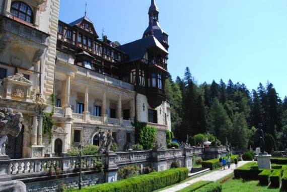 spectacular-peles-castle-in-romania-11