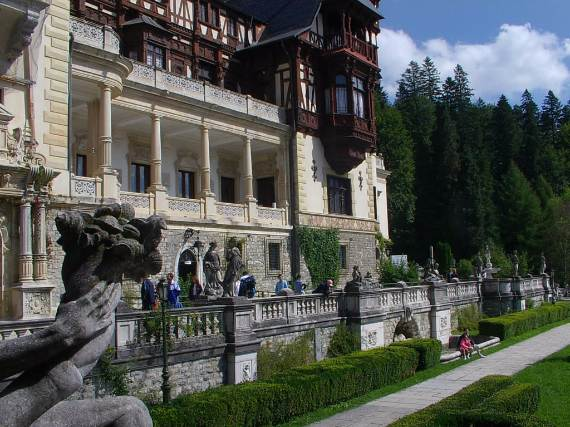 spectacular-peles-castle-in-romania-17