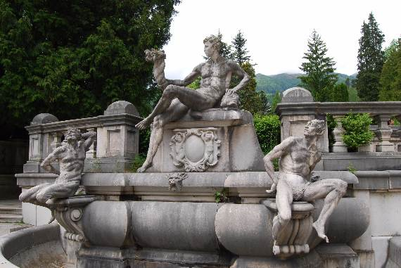 spectacular-peles-castle-in-romania-32