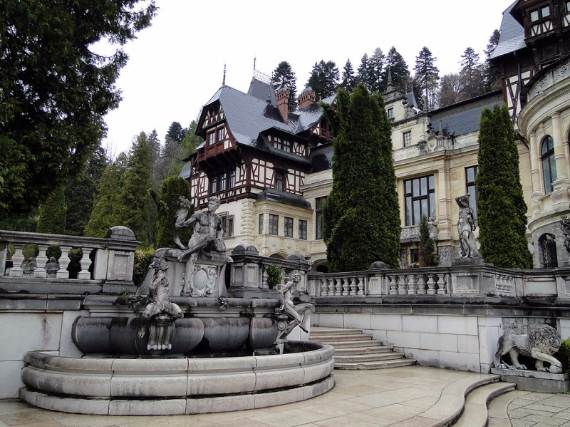 spectacular-peles-castle-in-romania-5