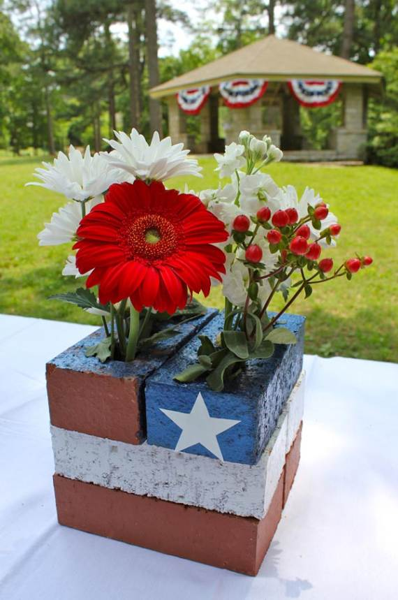 33-Front-Porch-Decorating-Ideas-for-the-4th-of-July-17