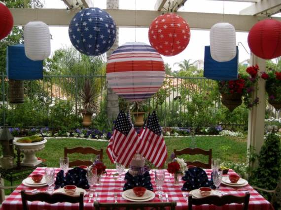 33-Front-Porch-Decorating-Ideas-for-the-4th-of-July-33