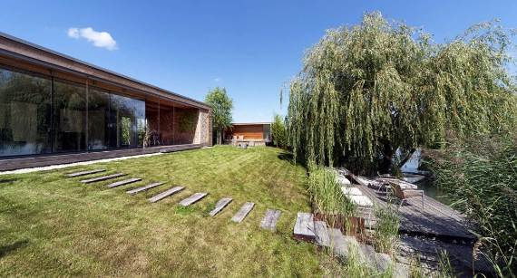 delightful-modern-lakefront-holiday-cottage-in-kapuv%d8%b7r-hungary-8