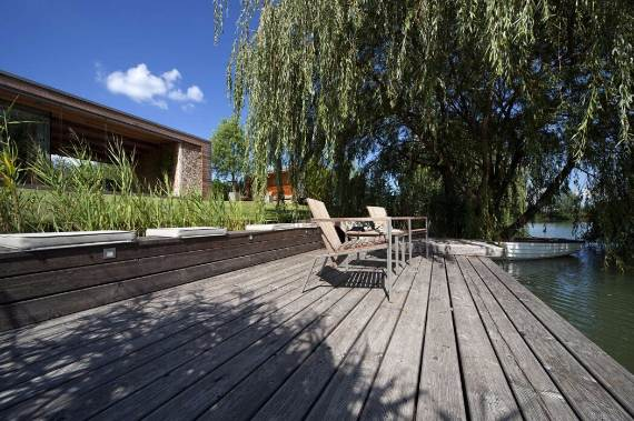 delightful-modern-lakefront-holiday-cottage-in-kapuv%d8%b7r-hungary-9