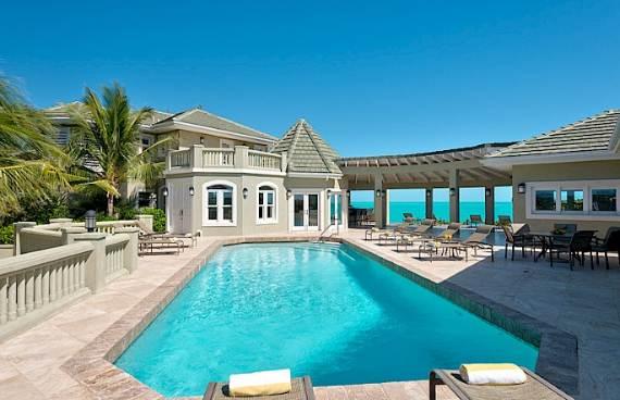 stunning-casa-varnishkes-private-beach-and-tennis-villa-on-long-bay-beach-13