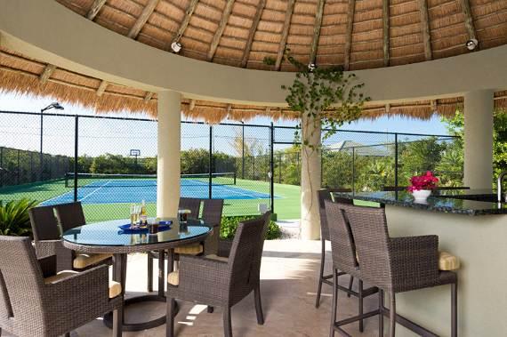 stunning-casa-varnishkes-private-beach-and-tennis-villa-on-long-bay-beach-21