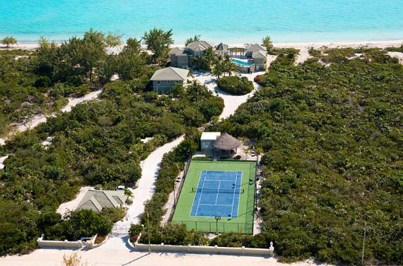 stunning-casa-varnishkes-private-beach-and-tennis-villa-on-long-bay-beach-32