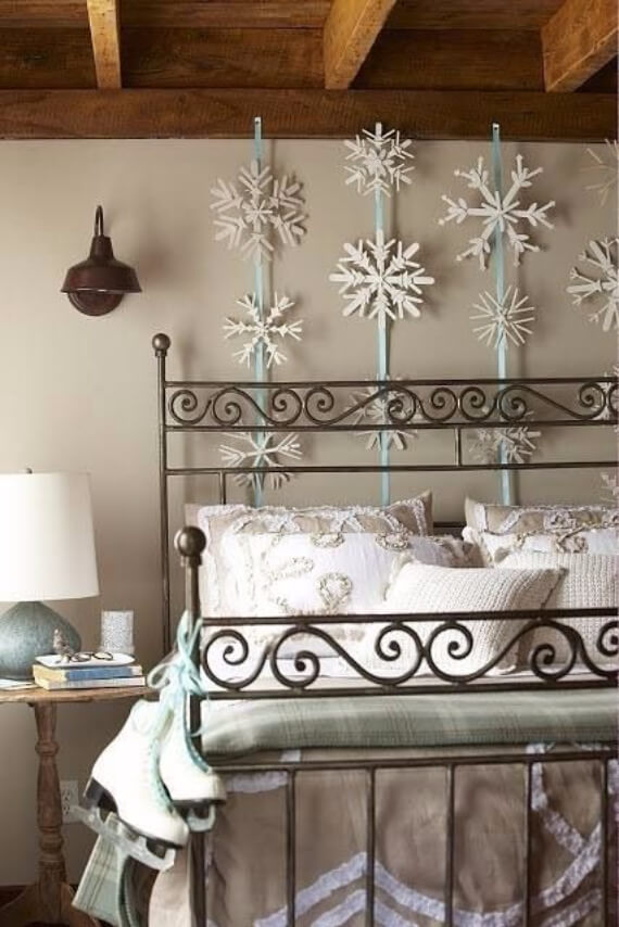 Elegant and Stylish Holiday Bedding Ideas For A Luxurious, Hotel-Like Bed (12)