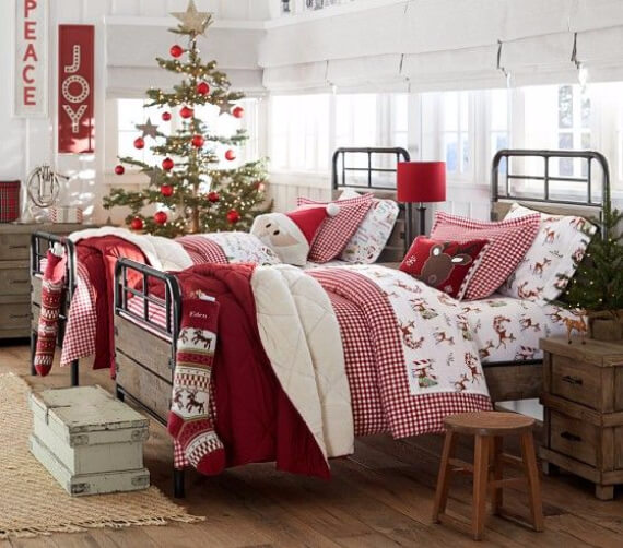 Elegant and Stylish Holiday Bedding Ideas For A Luxurious, Hotel-Like Bed (18)