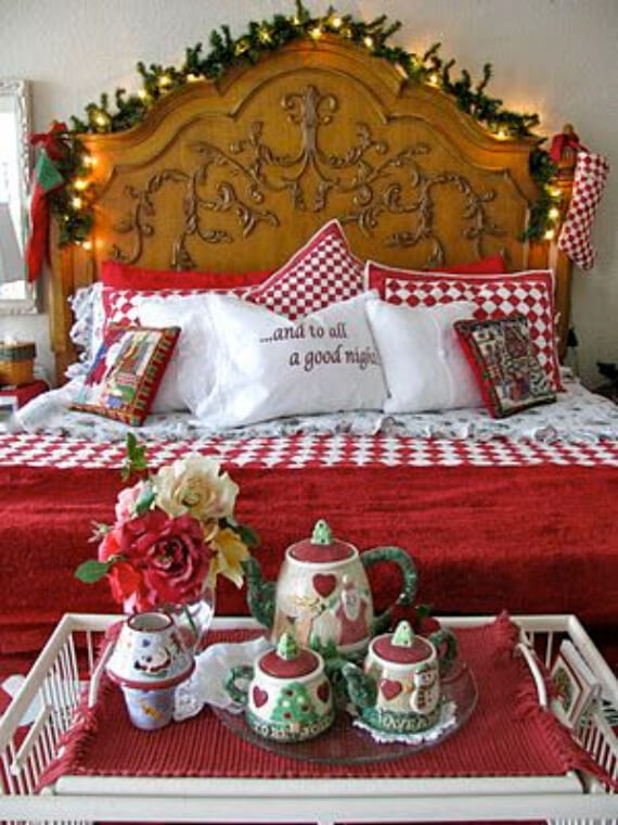 Elegant and Stylish Holiday Bedding Ideas For A Luxurious, Hotel-Like Bed (19)
